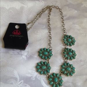 Beautiful turquoise necklace.